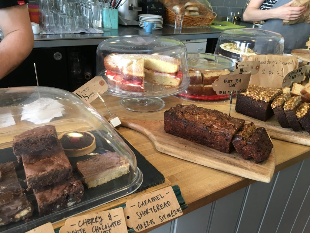 gusto-relish-glasgow-deli-cakes