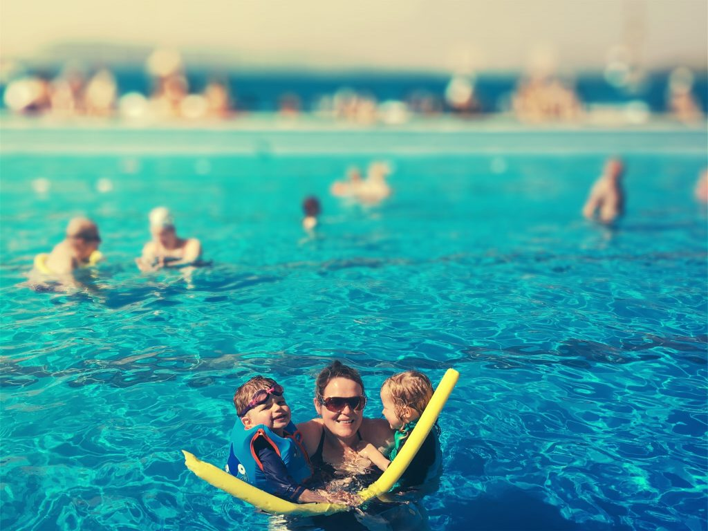 gourock-outdoor-pool-with-toddlers